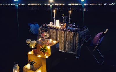 (Mon-Fri) 2.5-Hour Candlelight Dinner Set-Up with 5-Course Meal and Sparkling Juice for 2 People