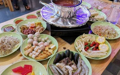 Steamboat Buffet with Free Flow Ice Cream and Drinks for 10 People