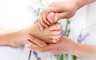 1x Natura Reflexology (60 Menit) - Available by Appointment
