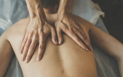 1-Hour Men's Relaxing Back Massage for 1 Person