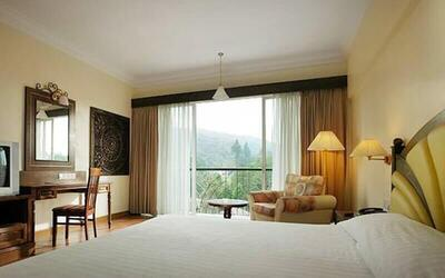 Cameron: 2D1N Stay in Deluxe Room + Breakfast for 2 People